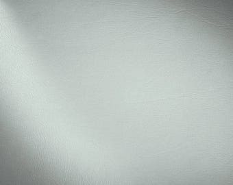 Coupon of synthetic leather - light grey - 60 x 65 cm