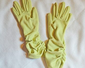 Vintage Ladies' Gloves - Light Green or Spring Green with Gathered Wrists, size 5.5