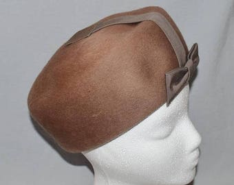 ON SALE: Vintage Pillbox Hat - Brown Wool Pillbox with Grosgrain Ribbon Bow, 1960s, Soleil Soie, Henry Pollak