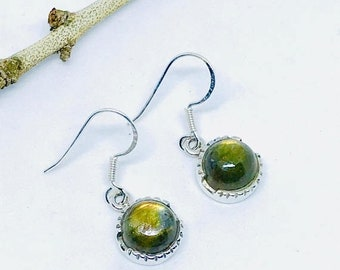 10% Labradorite moonstone earrings set in sterling silver (92.5). Genuine natural perfectly matched labradorite stones.