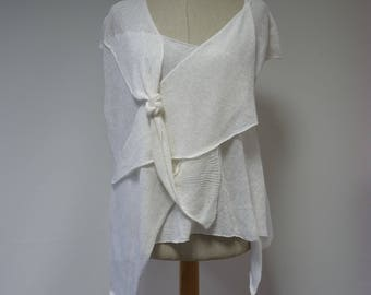 Loose-fitting white linen blouse, M size.