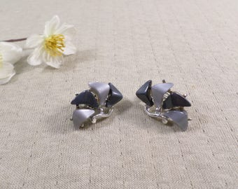 Beautiful Vintage Silver Tone Pair Of Black And Gray Thermoset Clip On Earrings  DL#3207