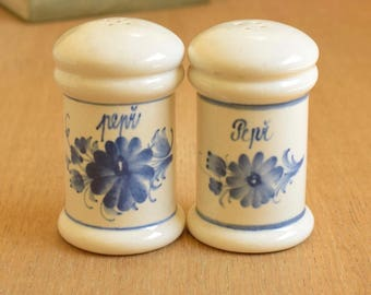 Pair of vintage salt and pepper shakers, cream and blue glazed ceramic cruet
