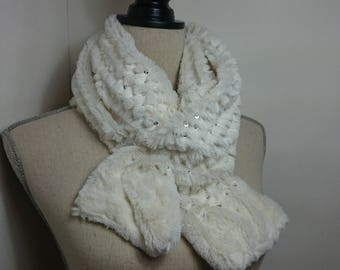 Scarf faux fur and glitter color white/snow.