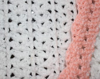 Shell Pattern Baby Afghan- White and Peach
