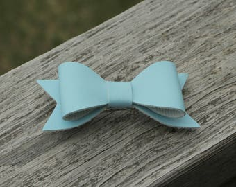 Barrette hair enfanat - French video - loop blue faux leather