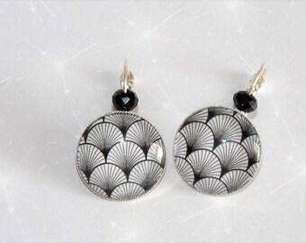 sleeper silver cabochon origami earrings Japanese fan black/white