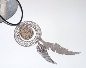 Necklace long argentebeige/leather with wing and circle