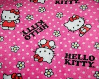 Hello Kitty Flower Toss Fleece Blanket - No Sew Tie Quilt