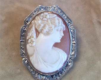 14K White Gold Shell Cameo Pin