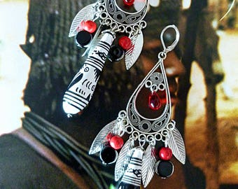 "Pierced ear ethnic ""IBIS"", black and white painted wood beads, silver, black and Red Czech glass"