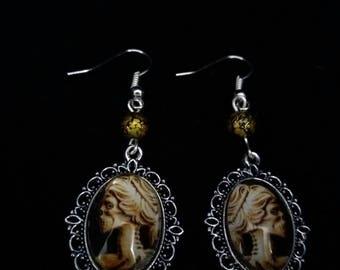 Gothic earrings. Skull earrings. Horror earrings. Creepy earrings. Gothic jewellery. Skull jewellery. Horror jewellery. Halloween earrings.