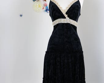 """1980s Black Crushed Velvet Vintage Dress//XS-S 28"""" Empire Waist//Boho//Beaded Sequinned LBD//Lace Trim //Black Tiered Party Cocktail Dress"""