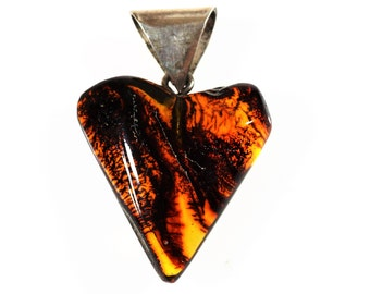 Golden Baltic amber pendant heart 9g