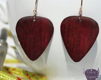 Boucles d'oreilles en or rose médiators en bois pourpre d'Amarante faits main - Once Upon a Fantasy