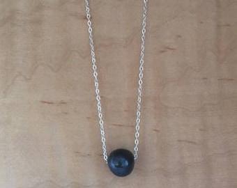 Perle d'eau douce noire sur chaîne en argent 925 / Black freshwater pearl on silver chain 925