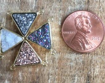 Druzy Quartz triangle 2 loop pendant, 10x10x10mm, mixed color, gold plated
