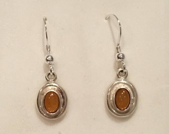 """Gorgeous Vintage Sterling Silver & AMBER Glass Cabochon Dangle and Drop EARRINGS-Pretty and ELEGANT Design-2.6cm Drop- 1"""" inch"""