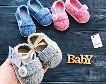 Baby mocassins Baby reveal box Baby moccasins Baby uggs Baby moccs Baby sandals Cute baby clothes Crochet baby booties Baby socks Babyshower