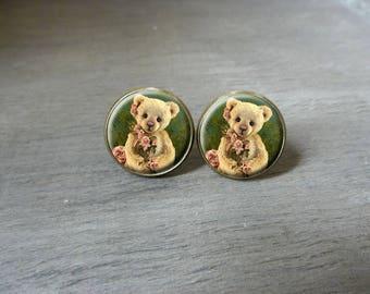 Boucles d'oreilles puces cabochon petit ourson  Boucles d'oreilles rétro vintage, Boucles d'oreilles cabochon romantique