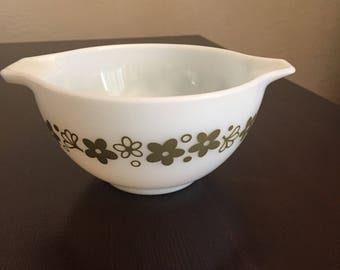 Pyrex White Crazy Daisy, Spring Blossom Cinderella Bowl 441-  1.5 pt