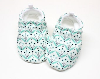 Organic tulip shoes, Pre walker, soft sole, crib shoes, baby booties, baby moccs, baby girl shoes,