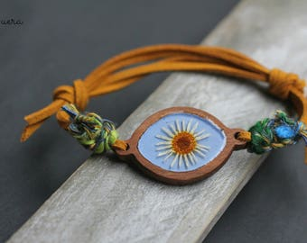 wooden bracelet, with daisy, colorful