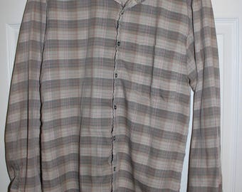1980's Vintage APPLE BEE Plaid Button-Up Shirt - MEDIUM