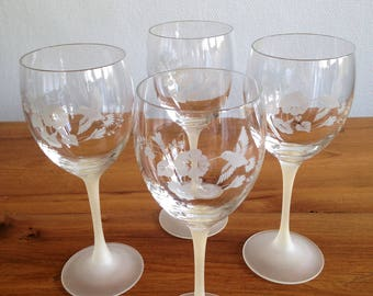 4 stemmed Crystal glasses engraved with a hummingbird in a hibiscus flower - vintage