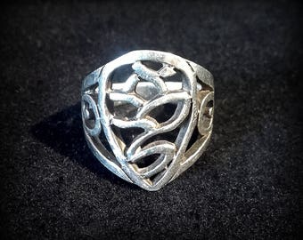 Unique victorian scroll silver ring with a signature on the inside