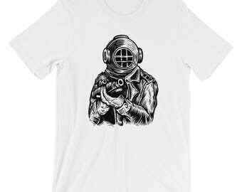 Old School Deep Sea Diver Soldier Short-Sleeve Unisex T-Shirt