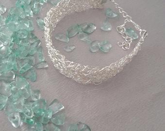 Silver bracelet to crochet.
