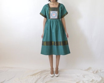 vintage forest green Thai dress with unusual hand embroidery on bodice. size M. fits s-m-l.