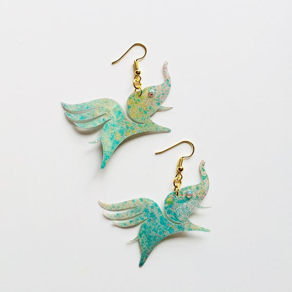 Elephant with wings earrings - Elephant drops earrings - Trending jewelry - Elephant jewelry - Rockabilly Jewelry - Novelty animal earrings