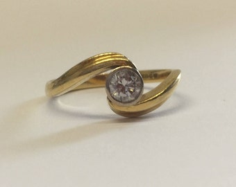 18ct Gold Diamond Engagement Ring With Swirl Design