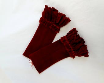 Pulse warmer in dark red cashmere with embroidered ruffle from organza-pleated