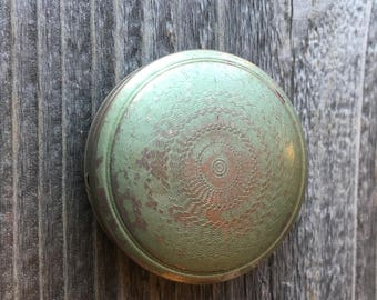 Vintage rouge compact