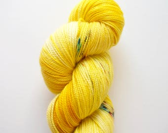 "Hand dyed MCN (Merino, cashmere, nylon) high twist, ""Buttercup"", Indie dyer, 100g - 365m"