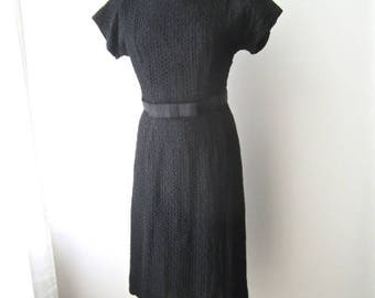 M 50s 60s Black Lace Dress Bow Belt Office Day Cocktail Wiggle Sexy Marilyn Cotton Eyelet Medium