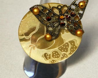 Mother of Pearl button and gold butterfly Ring