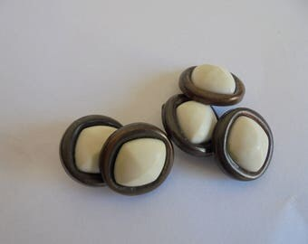Set of 5 round buttons 18 mm white/Brown