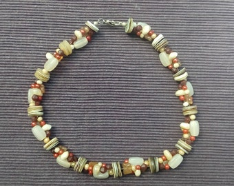 Necklace multicolored made out of wood and shell beads