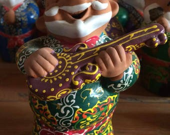 HANDMADE HAPPY UNCLE playing guitar