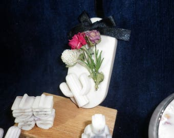 Dried roses with fragrant aromatic pendant &Dilated stone