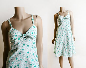 Vintage 1970s Dress - Mint Green Floral Print White Seersucker Style Summer Sundress - Peek-a-Boo Keyhole - Small