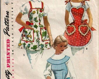 1950s Simplicity 1359 Vintage Sewing Pattern Misses Full Apron, Bib Apron, Scalloped Apron, Heart Apron One Size