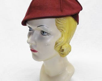 1930s Vintage Burgundy Felt Side Tilt Beret Hat Size 22 Needs TLC