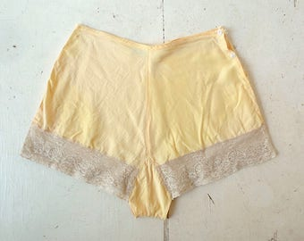 40s Tap Pants   1940s Lingerie   Yellow Rayon and Lace Panties   25-27W XS