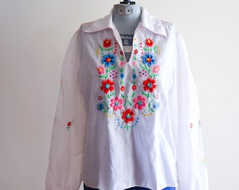 Cottom embroidered flower boho hippie 60s / 70s festival blouse sz. 40 Small / Medium