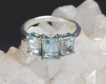 Blue Topaz 2.82 Carats 3 Stone Wedding Ring Sz 8 / 3 Stone Blue Topaz Silver Estate Ring Size 8 / 1970s Blue Topaz Engagement Ring 3 Stones